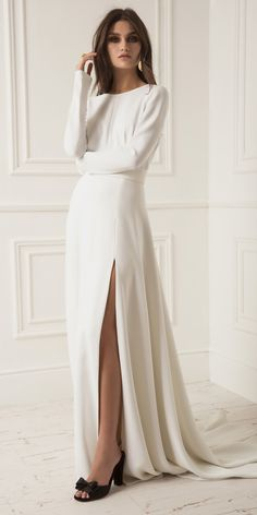 Lihi Hod Wedding Dresses And And 2019 Collection ★ straight high slit long sleeves simple with train lihi hod wedding dresses Plain Wedding Dress, Long Sleeve Wedding, Long Wedding Dresses, Bridal Dresses, Ny Dress, Dress Long, Meghan Markle Wedding Dress, Charlotte Dress, Dress Vestidos