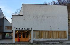 Arkitekturvandring i Bergen: Landåshallen, Kåre Frølich Halle, Bergen, Garage Doors, Outdoor Decor, Home Decor, Decoration Home, Room Decor, Hall, Home Interior Design
