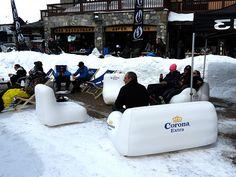 Voici le mobilier gonflable UNC Pro fabriqué pour la marque Corona Extra. Ils ont opté pour une fabrication sur-mesure, avec des broderies XXL et des emplacements variés. Les meubles gonflables ont été utilisés sur la neige. Rendez-vous sur notre site internet www.unc-pro.com pour obtenir plus de détails.