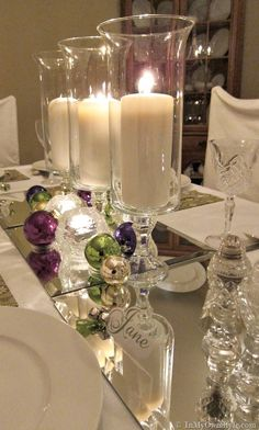 Love the mirrors and candles =Creative Christmas Table Settings ! Christmas Table Settings, Christmas Tablescapes, Christmas Table Decorations, Decoration Table, Holiday Tablescape, Fruit Decorations, Christmas Candles, Wedding Decoration, Deco Table