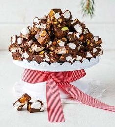 Årets läckraste julgodis – 8 fantastiska recept | Land Christmas Sweets, Christmas Goodies, Christmas Candy, Christmas Baking, Holiday Baking, Xmas, Dessert Drinks, Dessert Recipes, Rocky Road Fudge