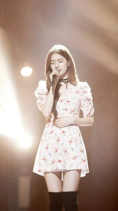 flowers and curls add to youth + feminine concept, but choker and boots add edge Korean Beauty, Asian Beauty, Natural Beauty, Cute Girls, Cool Girl, Miss A Suzy, Idole, Bae Suzy, Ulzzang Girl