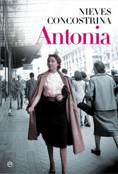Antonia capea la postguerra. La interesante novela de Nieves Concostrina