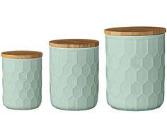 Machen Sie Platz für Neues. Nichts eignet sich da besser als das goldige 3-teilige Aufbewahrungs-Set ELENA! Die modernen Riffelungen erzeugen ein individuelles Design in der Trendfarbe Mintgrün. Bringen Sie Zucker, Kaffee oder Tee stylish unter und geben Sie Ihrer Küche neue farbliche Akzente!
