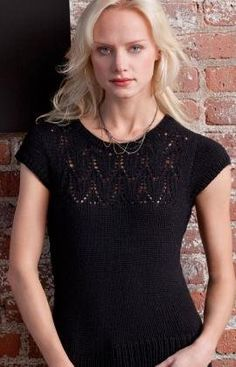 Free knitting patterns aren't always prim and proper, some of them are perfect for nightlife like this gorgeous Hotness Top!