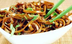 Copycat Noodles and Co. Japanese Pan Noodles Recipe Main Dishes with udon, corn… Side Dish Recipes, Asian Recipes, Dinner Recipes, Ethnic Recipes, Dinner Ideas, Vegetarian Recipes, Cooking Recipes, Healthy Recipes, Asian Noodles