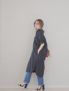 初夏、彼に「可愛い♡」って言われるのを意識するなら、清潔感のあるシャツワンピースがオススメ!そこで今回はシャツワンピースのコーディネートをご紹介いたします。 Japanese Fashion, Korean Fashion, Classic Outfits, Casual Outfits, Dress Over Pants, Hijab Fashion, Fashion Outfits, Trendy Summer Outfits, Designer Baby