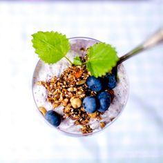 Blåbärscheesecake i glas med crunchy granola