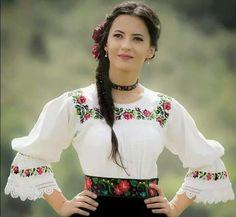 Serbian Women in traditional dress Most Beautiful Women, Beautiful People, Culture Clothing, Ethnic Dress, Folk Costume, Costumes, Folklore, Traditional Dresses, Ukraine