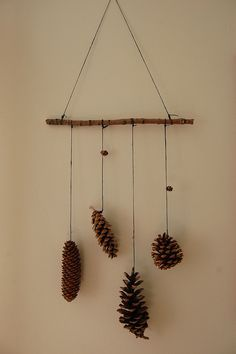 60 Simple & Creative Ideas to Use Wood Branches into Your Home Decoration Nature Crafts, Fall Crafts, Christmas Crafts, Diy And Crafts, Arts And Crafts, Rustic Christmas, Simple Christmas, Christmas Themes, Pine Cone Crafts For Kids
