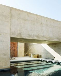 A pool with a difference. We would love to dive into this beauty at Amangiri Resort & Spa in the protected valley of Utah Desert. Designed by Architects Marwan Al-Sayed Wendell Burnette & Rick Joy by Joe Fletcher via Interior Design Minimalist, Modern House Design, Minimalist Style, Design Exterior, Interior And Exterior, Amangiri Resort Utah, Amangiri Hotel, Casa Wabi, Desert Resort