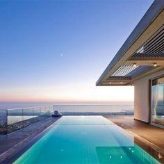 Casa responde à paisagem com um design moderno