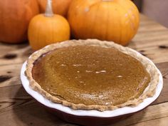 This delicious homemade pumpkin pie recipe is made completely from scratch. Once you taste how good it is, you'll never go back to store-bought pumpkin puree and evaporated milk again! Homemade Pumpkin Puree, Pumpkin Pie Recipes, Homemade Pie, Homemade Vanilla, Fall Desserts, Dessert Recipes, Pumpkin Custard, Unprocessed Food, Recipe From Scratch