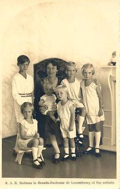 Grand Duchess Charlotte with all 6 of her little ones.  Clockwise from bottom:  Princess Marie Gabrielle, Hereditary Prince Jean, Princess Alix (on Mom's lap), Prince Charles, Princess Elisabeth, and Princess Marie-Adelaide.