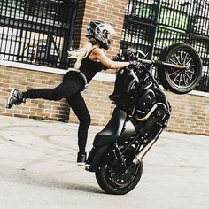 WEBSTA @ francestunt - @christinaleebillings  Harley Wheeli  #bikelife #biker #harleydavidson #Stunt #StuntRide #motorbike #motorcycle  #wheelie #bikersofinstagram #girl #sexy #Skills motard #motarde