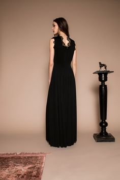 Black ribbed elastic maxi dress, with lace embellishment on the sleeve and at the back. Formal Dresses, Sleeves, Black, Fashion, Room, Dresses For Formal, Moda, Formal Gowns, Black People