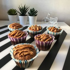 Briose din faina de ovaz cu mere – Cristina Teodora Foodies, Food And Drink, Desserts, Tailgate Desserts, Deserts, Postres, Dessert, Plated Desserts