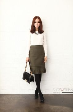 Amazing work look - beautiful skirt and white shirt for an office outfit.