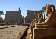 The avenue of sphinxes leads to a gate between two statues of Ramses II and a 25 meter high obelisk; there were originally six statues of Ramses, four seated and two standing