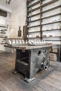 Le Labo Fragrances in Paris was also like exploring accident find, but amazing one! I love everything which has its own strong c. Küchen Design, Rustic Design, Store Design, Perfume Diesel, Candle Store, Industrial Living, Industrial Interiors, Cosmetic Shop, Website Design Layout
