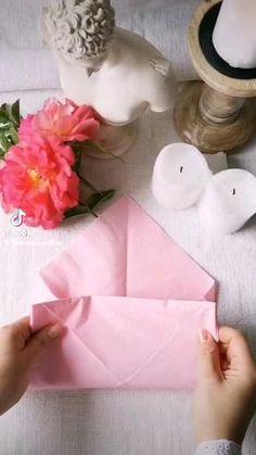 Fancy Napkin Folding, Napkin Ideas, Anniversary Crafts, Handbag Tutorial, Shabby Chic Crafts, Decoration Table, Balloon Decorations, Paper Flowers, Balloons