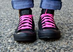 Baby Shopaholic: Mamanista Fridays: Neon details, chuck taylors, laces