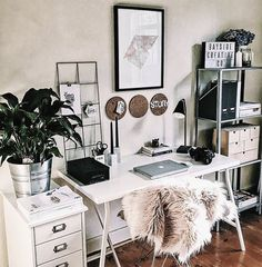 cozy home office ideas for girls that will make you enjoy work time 12 < Home Design Ideas Cozy Home Office, Home Office Design, Office Decor, Office Ideas, Corner Office, Office Chic, Office Table, Small Office, Office Furniture
