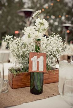 I love the babys breath in the mason jars- so vintagey and romantical...