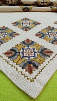 This Pin was discovered by ATH Cross Stitch Love, Cross Stitch Designs, Cross Stitch Patterns, Cross Stitching, Cross Stitch Embroidery, Palestinian Embroidery, English Paper Piecing, Bargello, Loom Beading