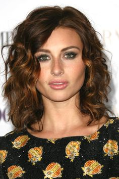 Hair Styles 2018 18 Superlative Medium Curly Hairstyles for Women Mid Length Curly Hairstyles, Cool Haircuts, Hairstyles Haircuts, Cool Hairstyles, Wedding Hairstyles, Haircuts For Wavy Hair, Beach Hairstyles, Modern Haircuts, Formal Hairstyles