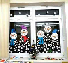 Best Office Cubicle Christmas Decorations – Top 6 Ideas for the Holiday Season - Office Solution Pro Winter Crafts For Kids, Christmas Crafts For Kids, Winter Christmas, Kids Christmas, Holiday Crafts, Christmas Cubicle Decorations, School Window Decorations, Office Christmas, Theme Noel