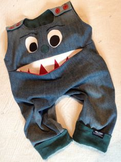 Monsterjeans aus alter Kleidung / Monster jeans made from discarded clothes / Upcycling