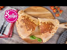 Pizza Calzone / Pizzataschen - YouTube