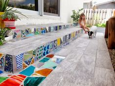 Para los más osados, existen proyectos más ambiciosos como esta escalinata decorada con mosaicos.