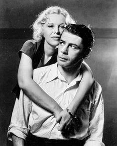 I am a Fugitive From A Chain Gang, 1932 with Paul Muni and Glenda Farrell Hollywood Cinema, Hollywood Celebrities, Classic Hollywood, Old Hollywood, Hollywood Actresses, Ukraine, Glenda Farrell, The Jazz Singer, Empire