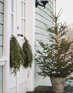 Christmas Makes, All Things Christmas, Christmas Fun, Christmas Decorations, Holiday Decor, Christmas Porch, Natural Christmas, Xmas, Scandinavian Home