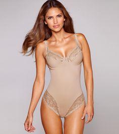 cuerpo-mujer-con-aros-y-encaje-elastico-172047az047579.jpg (884 × 1000)