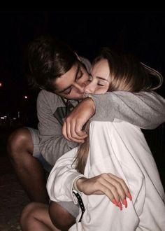 25 Cute Relationship Goals All Couples Should Aspire To - Cute Relationship Goals - Fotoshooting Couple S'embrassant, Photo Couple, Couple Photos, Perfect Couple Pictures, Cute Couple Pics, Cute Couple Things, 21 Things, Wanting A Boyfriend, Future Boyfriend