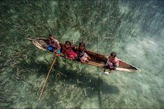 Ils se nomment les Bajaus. Mais on les appelle les «nomades de la mer». Ou bien encore les «gitans des océans».