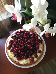 white orchid, vanilla and berries
