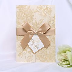 ouro floral estilo convite de casamento tri-dobrada (conjunto de 50)