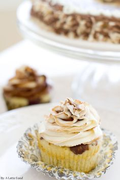 CHOCOLATE Vanilla Marble Cupcakes: Rich chocolate cake is swirled with classic vanilla to create one incredible cupcake. Top it with chocolate and vanilla swirled frosting for the perfect marble cake! ♥ http://thecupcakedailyblog.com/chocolate-vanilla-marble-cupcakes/ #cupcakes #recipes #baking