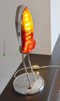 """Lampe d'ambiance vintage """"Morris"""" Rework sur une base de feux arrière et enjoliveur d'automobile ancienne, éclairage leds. © WathDesign.com"""