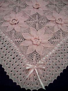 kurdelalı açık pembe motifli kız bebek battaniye modeli