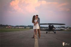 Aviation engagement photo #aviationweddingideas Country Engagement Pictures, Engagement Couple, Engagement Shoots, Fall Engagement, Couple Photography Poses, Engagement Photography, Airport Wedding, Plane Photos, Bridal Pictures