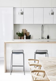 Open kitchen inspiration, contemporary white lacquer kitchen design, white and light wood kitchen, scandinavian dining room, contemporary dining room Home Decor Kitchen, Interior Design Kitchen, New Kitchen, Kitchen Dining, Dining Room, Light Wood Kitchens, Black Kitchens, Home Kitchens, Open Kitchen Inspiration
