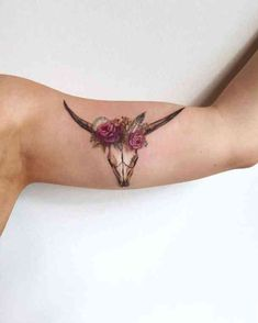 99 Girly Tattoos to Consider for 2017 is part of Girly Tattoos To Consider For Tattooblend - Floral longhorn skull tattoo by Amanda Wachob Perfect for any Texan! Cow Skull Tattoos, Bull Tattoos, Taurus Tattoos, Body Art Tattoos, New Tattoos, Tatoos, Finger Tattoos, Hipster Tattoo, Girly Tattoos
