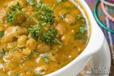 Masaledar Chholay - Indian Chickpeas in a Spicy Tomato Gravy from How to Cook Indian Easy Dinner Recipes, Soup Recipes, Great Recipes, Vegetarian Recipes, Easy Meals, Cooking Recipes, Healthy Recipes, Portuguese Recipes, Light Recipes