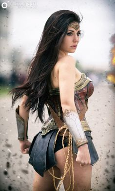 Wonder Woman Vest fulfills its appearance with Diana Prince Costume that refers to the Blue Skirt and brown belt outfitted by charismatic role-player Gal Gadot. Dc Cosplay, Cosplay Anime, Best Cosplay, Cosplay Girls, Gal Gadot, Héros Dc Comics, Comics Girls, Wonder Woman Cosplay, Super Heroine