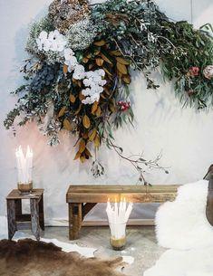 Love this wild floral installation with dried grasses Deco Floral, Floral Design, Art Floral, Wedding Flower Arrangements, Floral Arrangements, Lustre Floral, Floral Wedding, Wedding Flowers, Flower Installation